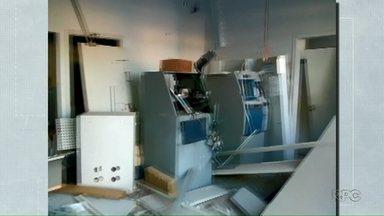 Bandidos explodem e arrombam caixas em Francisco Alves - Duas agências bancárias foram arrombadas.