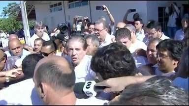 Justiça de GO vai decidir se aceita pedido de prisão de João de Deus - A Justiça de Goiás vai decidir se aceita ou não o pedido de prisão preventiva de João de Deus. Já são centenas de acusações de abuso sexual contra o médium.