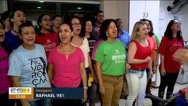 Pacientes de hospital em Linhares se emocionam com coral natalino - undefined