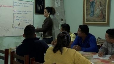 Venezuelanos recebem aulas gratuitas de Português - ONG mineira prepara nossos vizinhos sul-americanos para o mercado de trabalho.