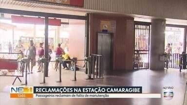 Passageiros da Estação Camaragibe do metrô reclamam de falta de manutenção - Quem passa pelo local reclama de equipamentos quebrados constantemente.