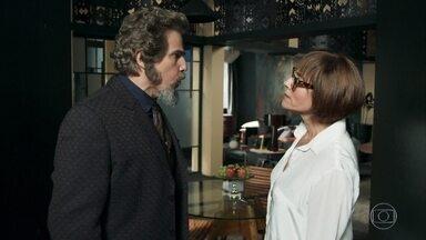 Carmen fica furiosa com Dom Sabino - Pai de Marocas é repreendido por ter procurado Livaldo para defender a honra da amada