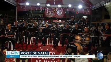 Projeto Vozes do Natal, da TV Bahia, promove apresentação de coral no Largo do Tanque - O projeto leva apresentações de corais natalinos para praças de diversos bairros da capital baiana no mês de dezembro.