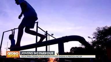Crianças e adolescentes praticam parkour em Brasília - Modalidade tem como base a transposição de obstáculos urbanos.