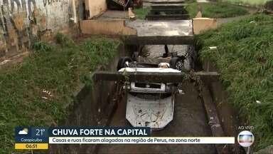 Chuva forte causa estragos na Zona Norte de SP - Casas e ruas ficaram alagadas e homem está desaparecido após carro ser arrastado para córrego