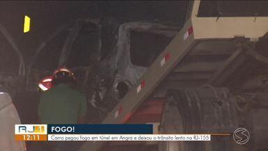 Veículo pega fogo dentro de túnel na RJ-155, em Angra dos Reis - Equipe do Corpo de Bombeiros foi acionada para atender a ocorrência. Segundo os agentes, ninguém ficou ferido.