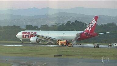 Pouso de emergência fecha aeroporto em Belo Horizonte - Quinta-feira (20) de caos em um dos maiores aeroportos do país. Um pouso forçado fechou o Aeroporto Internacional de Belo Horizonte, em Confins, por quase 11 horas.