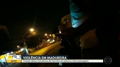Tiroteio deixa moradores da Serrinha em pânico e fere passageiro em ônibus - Violência na Serrinha, em Madureira. Teve tiroteio entre PMs e traficantes. Um homem que estava dentro de um ônibus foi atingido por uma bala perdida. A Avenida Edgard Romero teve que ser interditada.
