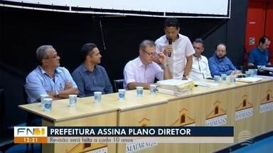 Prefeitura de Presidente Prudente assina lei para revisar Plano Diretor - Revisão é feita desde 2008.