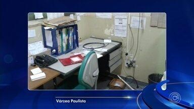 Bandidos invadem Unidade Básica de Saúde em Várzea Paulista - Bandidos invadiram a Unidade Básica de Saúde (UBS) do Jardim América III, em Várzea Paulista (SP). Eles levaram três computadores, deixaram tudo bagunçado e quebraram vários vidros.
