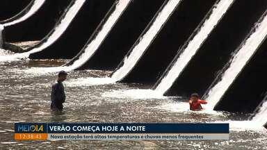 Verão começa com chuva em Londrina - Previsão é que chova menos este ano e temperaturas continuam altas.
