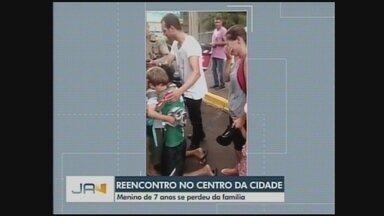 Vídeo mostra reencontro de criança e familiares em Chapecó - Vídeo mostra reencontro de criança e familiares em Chapecó