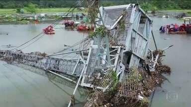 Indonésia lança alerta para chuva forte na região atingida por tsunami - A Indonésia lançou um alerta para chuva forte e ondas grandes na região atingida pelo tsunami no último fim de semana. Equipes de resgate continuam a busca por sobreviventes da tragédia provocada pelo colapso parcial de um vulcão.