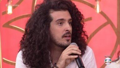 Pedro Salomão usa humor para falar sobre cotidiano - Conheça a história do poeta