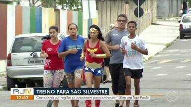 Atletas da região se preparam para a corrida de São Silvestre - Competição acontece tradicionalmente no dia 31 de dezembro pelas ruas de São Paulo.