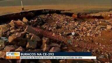 Moradores de Barbalha cobram conclusão da obra de duplicação da Ce-293 - Confira outras notícias no g1.globo/ce