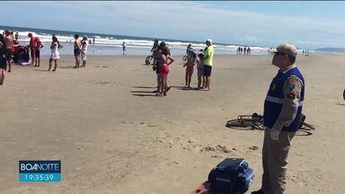Adolescente morre afogado e outro ainda está desaparecido no litoral - Quinze bombeiros continuam as buscas no Balneário de Ipanema.