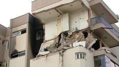Vazamento de gás teria originado incêndio em prédio no centro de Farroupilha - Mulher de 68 anos está hospitalizada com 88% do corpo queimado.