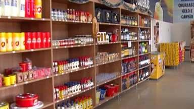 Comerciantes de bebidas aproveitam a época para lucrar - Clima de festa sugere brinde.