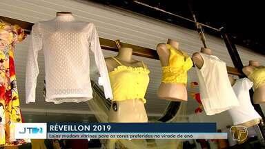 Comerciantes mudam vitrines para ofertar produtos relacionados ao Réveillon em Santarém - Com ou sem tradição, a procura por itens de cores específicas aumenta nessa época do ano.