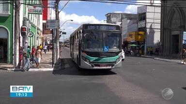 Passagem de ônibus deve ter aumento de R$0,15 em Feira de Santana - Conselho municipal se reuniu nesta quarta-feira (26) para discutir o reajuste.