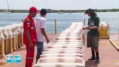 Balsas com fogos de artifício para o réveillon do Recife passam por vistoria - Festa da virada do ano terá 15 minutos de espetáculo pirotécnico.