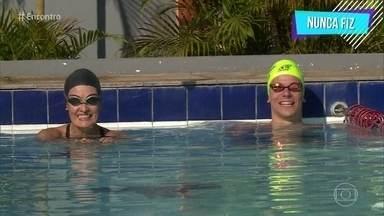 Fátima Bernardes recebe visita de Cesar Cielo em aula de natação - Atleta deu dicas importantes para a apresentadora