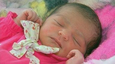 Ana Laura é o primeiro bebê a nascer na Maternidade Santa Isabel em Bauru em 2019 - Uma menina que recebeu o nome de Ana Laura foi o primeiro bebê a nascer a maternidade Santa Isabel em Bauru (SP) nas primeiras horas de 2019. A bebê nasceu na no hospital que atende pelo Sistema Único de Saúde (SUS) às 6h31 desta terça-feira (1º), pesando 2,876 kg e medindo 47 cm.