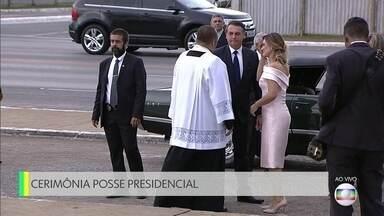 Comboio com Jair Bolsonaro e Michelle chega à Catedral de Brasília - Comboio com Jair Bolsonaro e Michelle chega à Catedral de Brasília.