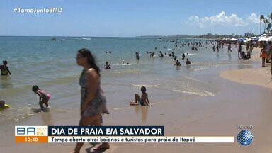 Banhistas reclamam de acúmulo de lixo na praia de Itapuã, em Salvador - Os moradores e turistas que visitam o local estão preocupados com a quantidade dos produtos.