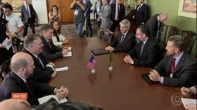 Embaixador Ernesto Araújo assume oficialmente o Ministério das Relações Exteriores - Um dos primeiros compromissos do dia do ministro foi um encontro com o secretário de estado americano Mike Pompeo.
