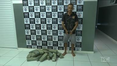 30 kg de maconha são apreendidos em Santa Luzia - Policiais também encontraram armas com um homem preso suspeito por tráficos de drogas.