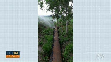 Sanepar conserta vazamento em tubulação de água - Moradores ficaram preocupados.