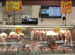 Produtos típicos das ceias estão mais baratos nos supermercados - Estratégias para vender o que sobrou são as promoções.
