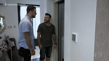 Marcos, da dupla com Belutti, abre as portas de casa para o 'Vídeo Show' - Casa do cantor surpreende pelo tamanho e tem até um elevador!