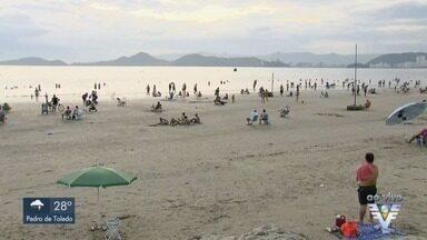 Sol e calor levam moradores e turistas às praias da região - Termômetros chegaram a registrar 40ºC.