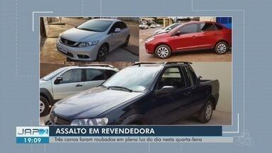 Polícia busca bandidos que roubaram três carros de revendedora em Macapá - Assalto ocorreu às margens da Rodovia Duca Serra, na quarta-feira (2). Homens estavam armados. Um dos veículos foi encontrado na tarde desta quinta-feira (3).