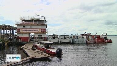 Bombeiros fazem buscas por jovem desaparecido na Manaus Moderna - Segundo Corpo de Bombeiros, ele caiu no Rio Negro enquanto transportava cargas.