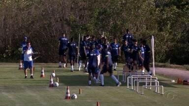 CSA treina em clube no bairro de Ipioca, em Maceió, durante reformas no campo do CT - Time não pode perder tempo nos treinamentos já que tem uma série de competições neste ano de 2019.
