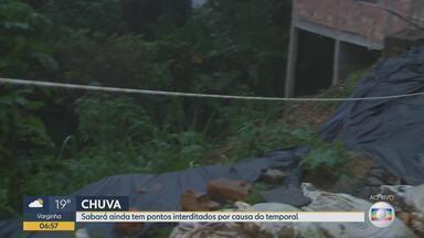 Moradores de Sabará ainda sofrem consequências de temporal - Forte chuva atingiu a cidade no último dia de 2018.
