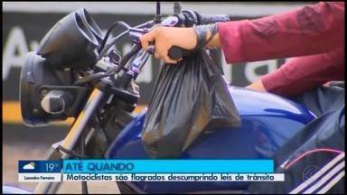 Motociclistas são flagrados descumprindo as leis de trânsito em Divinópolis - Integração Notícia mostra quais são as regras e cuidados ao pilotar este veículo.