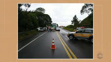 Acidente deixa dois mortos em São Francisco de Paula - Estrada ficou em meia pista no local para atendimento da ocorrência.