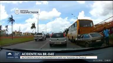 Vídeo flagra batia de carro em traseira de ônibus em Valparaíso na BR-040 - Motorista estava com sinais de embriaguez, diz concessionária que administra a via. Ele fugiu depois de ser atendido.