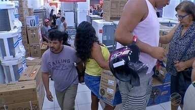 Ventilador e ar-condicionado foram itens mais disputados em liquidação em Corumbá - Nesta sexta-feira foi dia de promoção em uma loja de eletrodomésticos em todo o país.