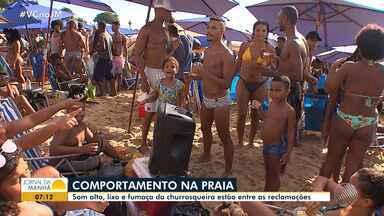 Comportamento na praia: som alto, lixo e fumaça estão entre as principais reclamações - A reportagem foi até o Porto da Barra para discutir as normas de boa conduta nas praias.