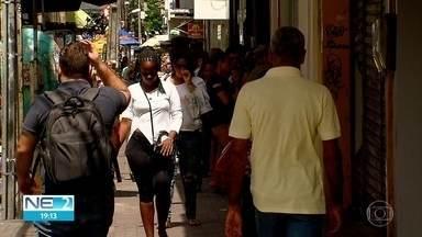 Trabalhadores temporários celebram contratação efetiva no comércio do Recife - No fim de ano, 700 pessoas foram efetivadas.