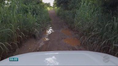 Pedaço de mau caminho na zona rural - Pedaço de mau caminho na zona rural