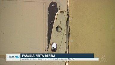 Família tem casa invadida por criminosos armados, em Manaus - Família foi trancada em casa pelos assaltantes
