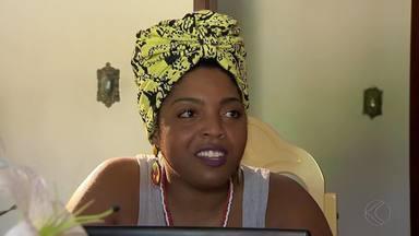 'Está na hora de dar um basta', diz Alessandra Crispin após ataque em rede social - Internauta comentou ofensas raciais e sobre orientação sexual em publicação na página pessoal da cantora. Delegado ressalta que atitude pode ser punida pela lei.