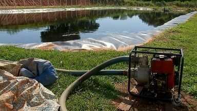 Empresa contratada inicia trabalhos nas lagoas de chorume em Bauru - Na manhã desta quarta-feira (9) a empresa contratada pela Prefeitura Municipal, inicia trabalhos nas lagoas de chorume em Bauru.